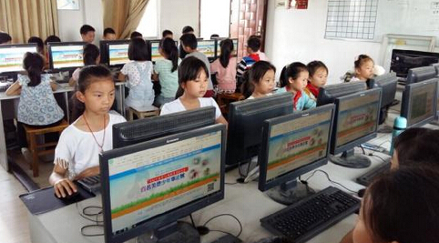 华路小学学生在中国文明网上学习美德少年事迹-新华路小学开展学习