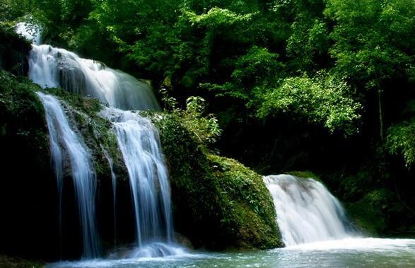 香水河风景区位于南漳县城西南35公里薛坪镇境内,景区面积110平方